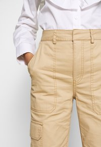 Who What Wear - THE UTILITYPANT - Trousers - sand - 5
