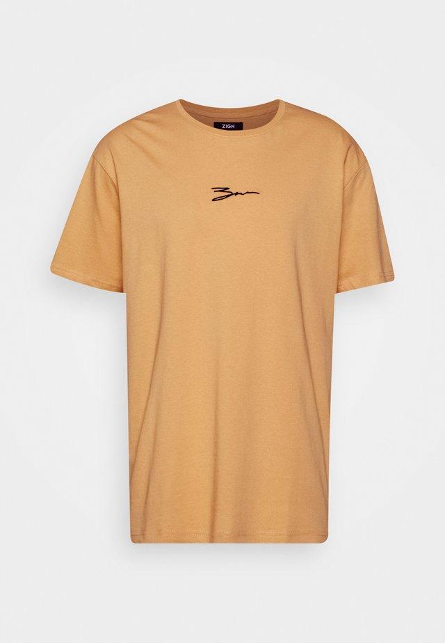 T-shirts med print - tan