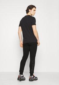 Ellesse - MIRKO - Pantalones deportivos - black - 2