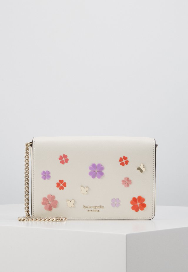 SPENCER SPADE CLOVER CHAIN WALLET - Bandolera - parchment multi