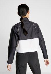 New Balance - VELOCITY JACKET - Chaqueta de deporte - black/white - 2