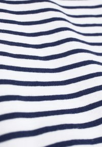 Mads Nørgaard - STRIPE TEASY - Print T-shirt - white/navy - 5