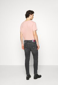 Tommy Jeans - DAD STRAIGHT - Jeans straight leg - barton black - 2