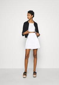 NA-KD - PAMELA REIF OFF SHOULDER  - Basic T-shirt - white - 1