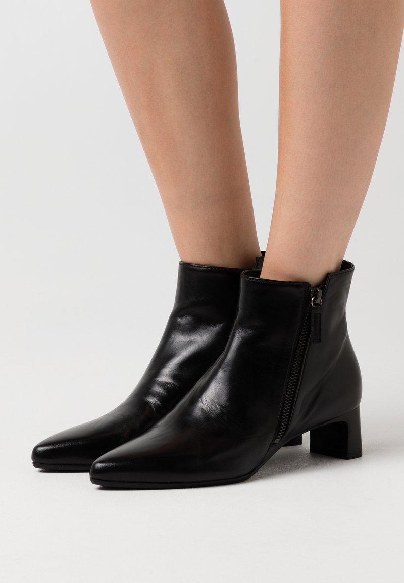 Homers - COCO - Boots à talons - black