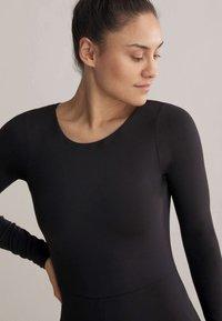 OYSHO - SHORT COMFORT  - Gym suit - black - 4