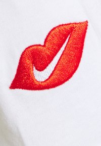 Nike Sportswear - TEE MOCK LOVE - Top sdlouhým rukávem - white - 2