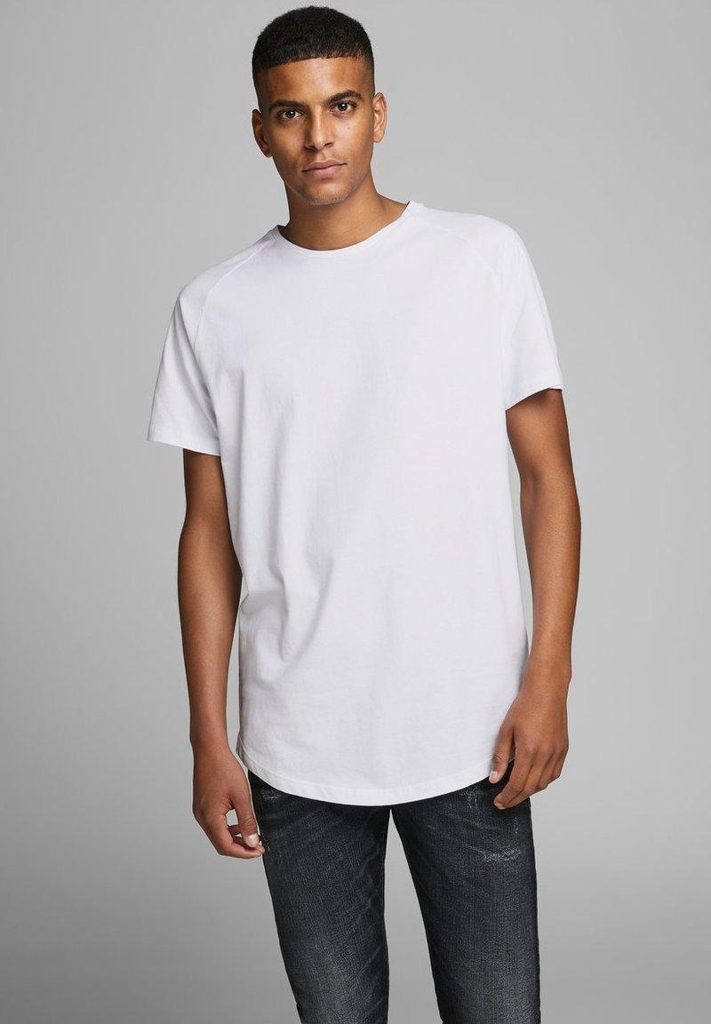 Jack & Jones - JJECURVED TEE O NECK - Camiseta básica - white