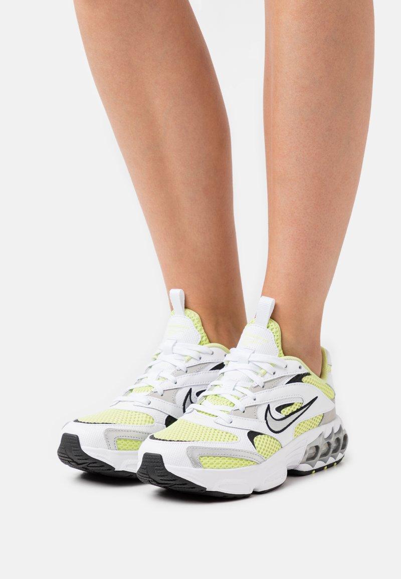 Nike Sportswear - ZOOM AIR FIRE - Trainers - weiss