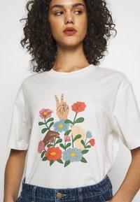 Monki - TOVI TEE - Camiseta estampada - white light - 5