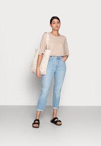 ARKET - T-shirt basique - beige - 1