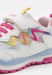 Geox - PAVEL GIRL - Sneakers basse - white/multicolor - 5
