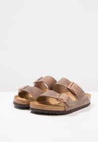 Birkenstock - ARIZONA - Kapcie - tabacco brown - 2