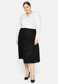Sheego - Pleated skirt - schwarz - 1