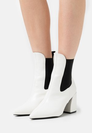 BOOM CHELSEA  - Kotníkové boty - white