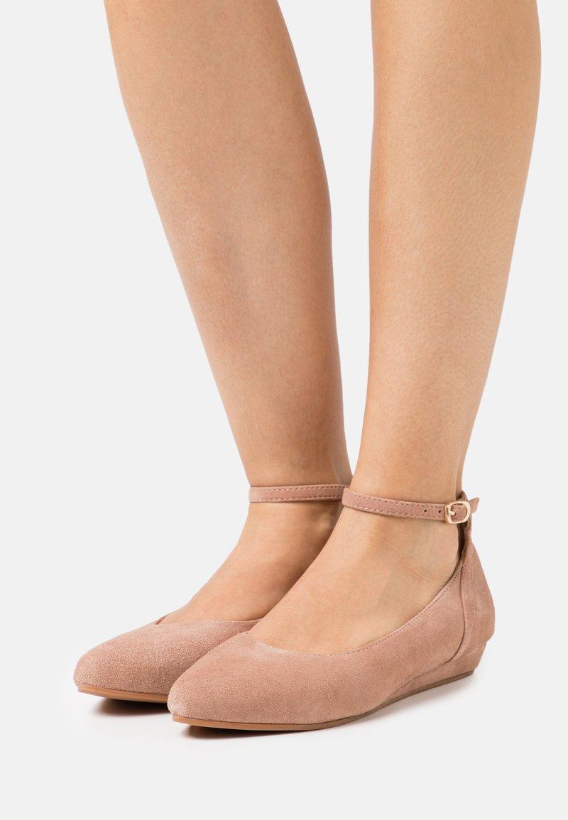Anna Field - LEATHER - Ballerinat nilkkaremmillä - beige