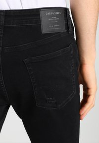 Jack & Jones - JJILIAM JJORIGINAL - Vaqueros pitillo - black denim - 5