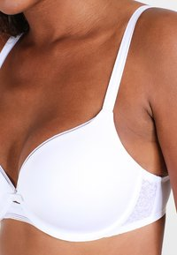 Triumph - BEAUTY FULL ESSENTIAL  - T-shirt bra - white - 3