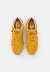 TOM TAILOR - Sneakers laag - yellow - 5