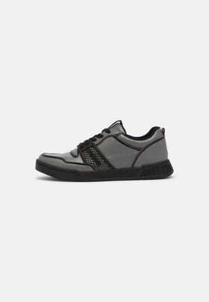 SCOBY - Sneakersy niskie - steel grey/black