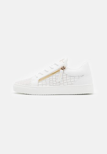 LEGACY CROC - Sneakers laag - white/gold