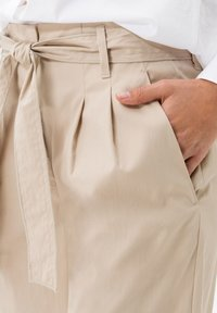 BRAX - STYLE MILLA B - Shorts - warm sand - 3
