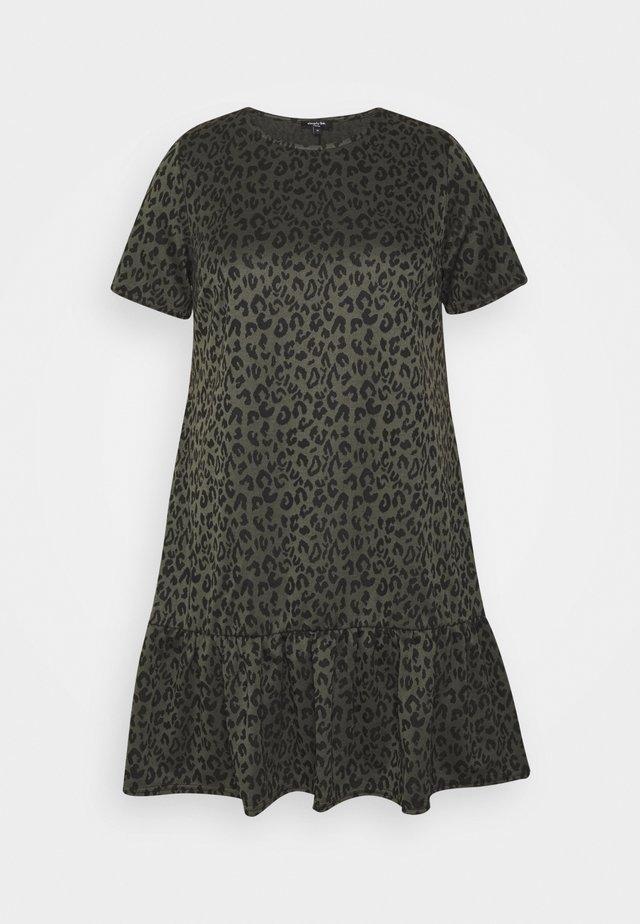 DROP WAIST DRESS - Robe d'été - khakianimal