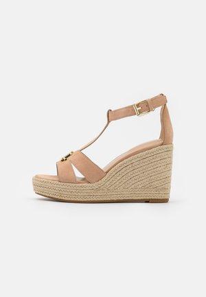 HALE - Sandály na platformě - nude