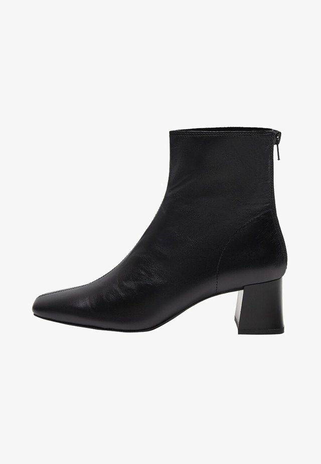 High heeled ankle boots - sort