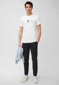 Marc O'Polo - Print T-shirt - white - 1