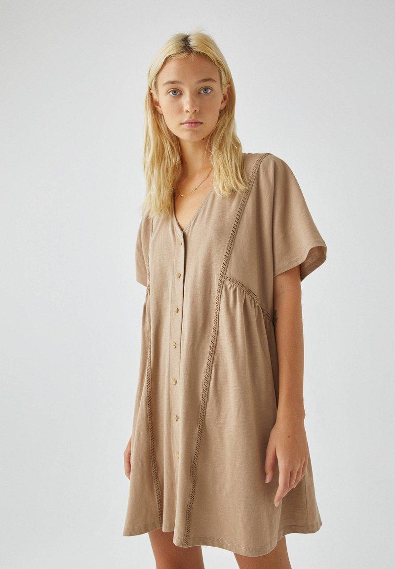 PULL&BEAR - Denní šaty - brown