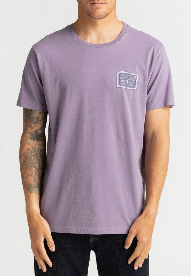 T-shirt print - purple haze