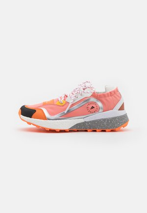 ASMC OUTDOORBOOST 2.0 COLD.RDY - Trail running shoes - dusted clay/footwear white/signal orange