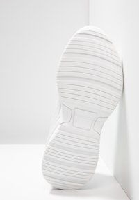Versace Jeans Couture - Sneakersy niskie - bianco ottico - 6