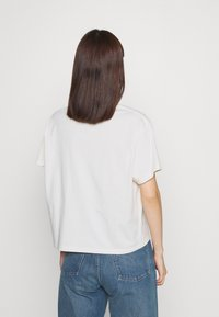 Levi's® - GRAPHIC VARSITY TEE - T-shirt imprimé - white - 2