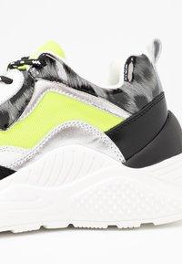 Steve Madden - ANTONIA - Sneakers - neon yellow - 2