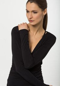 Curare Yogawear - WRAP - Topper langermet - black - 3