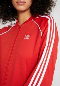 adidas Originals - SUPERSTAR ADICOLOR SPORT INSPIRED TRACK TOP - Giubbotto Bomber - lush red/white - 5