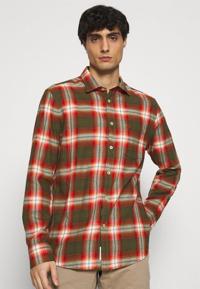 KENT COLLAR LONG SLEEVE CHEST - Camisa - multi/brick