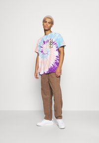 Vintage Supply - SPIRAL TIE DYE WITH FAR OUT SUN GRAPHIC - Print T-shirt - multicoloured - 1