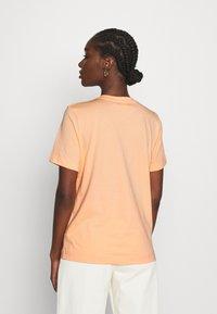 ARKET - Basic T-shirt - apricot - 2