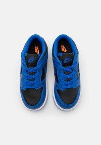 Nike Sportswear - DUNK  - Sneakersy niskie - black/hyper cobalt/white - 3