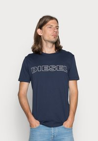 Diesel - UMLT-JAKE - T-shirt con stampa - dark blue - 0