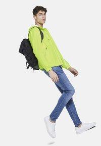 TOM TAILOR DENIM - JACKEN & JACKETS LEICHTE JACKE - Light jacket - neon green - 1