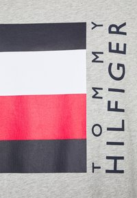 Tommy Hilfiger - CORP STRIPE BOX TEE - T-shirt med print - medium grey heather - 7