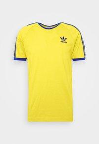 adidas Originals - 3 STRIPES TEE UNISEX - Print T-shirt - actgol/royblu - 4