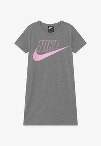 Nike Sportswear - FUTURA DRESS - Vestito di maglina - carbon heather/arctic pink - 2