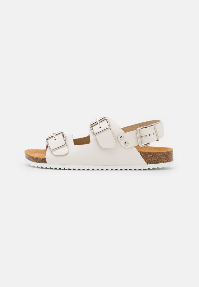 BUCKLE SLINGBACK FOOTBED - Sandaalit nilkkaremmillä - offwhite