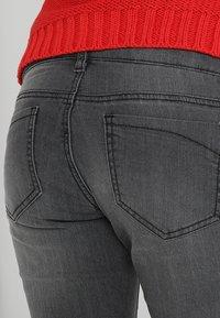 MAMALICIOUS - MLJULIA WASHED - Slim fit jeans - medium grey denim - 4