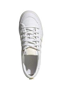 adidas Originals - NIZZA - Trainers - white - 3